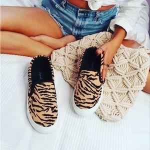 Shoes - 🆕️//The Zorah// slip on tiger print sneaker